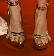 cn_image.size.julianne-moore-toes